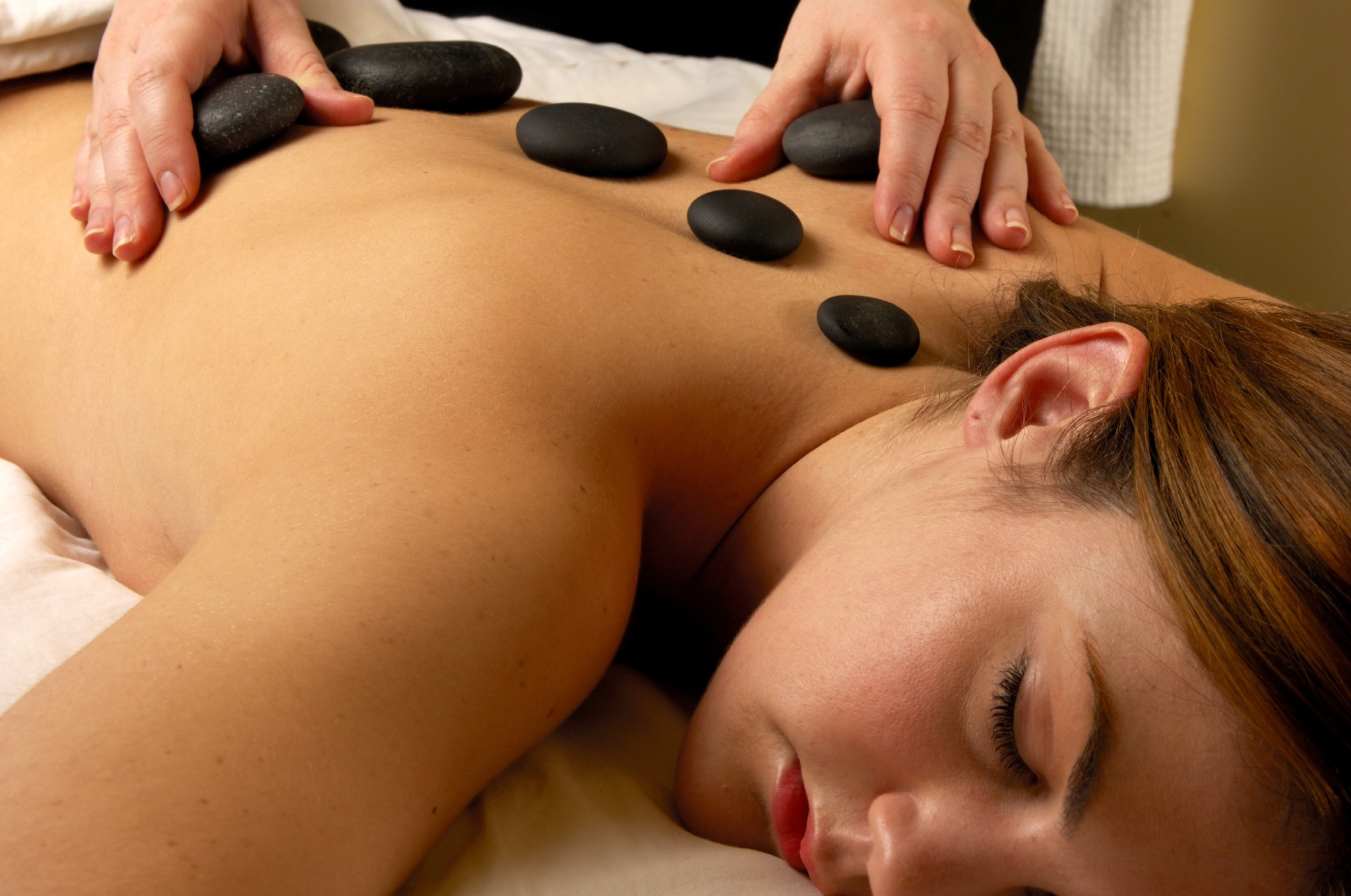 2cHotStoneMassage2